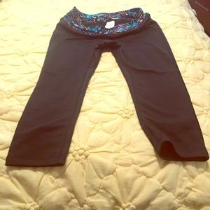 Woman's cropped exercise yoga pants